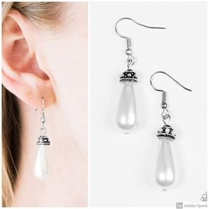 Making The World Jealous - White Pearl Earrings